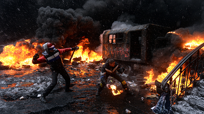 A protestor throws a molotov cocktail at riot police in the centre of Kiev on January 22, 2014. (AFP Photo / Vasily Maximov)