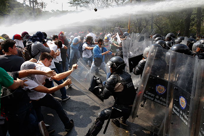 Anti-government protesters clash with police during a protest in Caracas March 12, 2014. (Reuters / Carlos Garcia Rawlins)