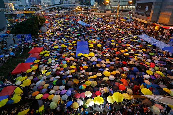 Protesters open their umbrellas, symbols of pro-democracy movement, as they mark exactly one month since they took the streets in Hong Kong's financial central district October 28, 2014. (Reuters / Damir Sagolj)