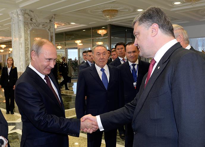 Russian President Vladimir Putin (L) shakes hands with his Ukrainian counterpart Petro Poroshenko, as Kazakh President Nursultan Nazarbayev (C) stands nearby, in Minsk August 26, 2014. (Reuters / Sergei Bondarenko / Kazakh Presidential Office / Pool)