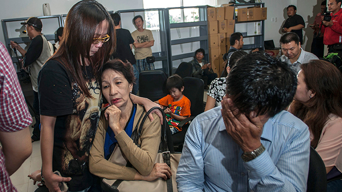 Family members of passengers of missing Malaysian air carrier AirAsia flight QZ8501 gather at Juanda international airport in Surabaya in East Java on December 28, 2014 hours after the news the flight went missing. (AFP Photo / Juni Kriswanto)