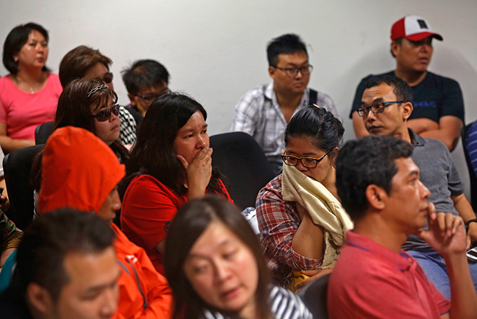 Family of passengers onboard missing AirAsia flight QZ8501 react at a waiting area in Juanda International Airport, Surabaya December 28, 2014. (Reuters / Beawiharta)