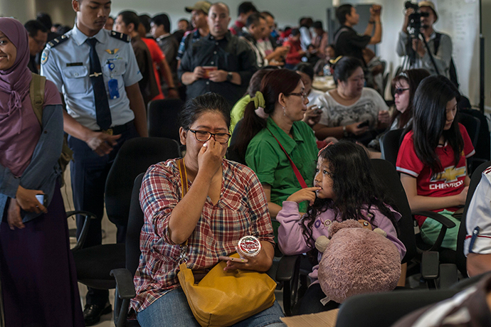 Members of passengers of missing Malaysian air carrier AirAsia flight QZ8501 gather at Juanda international airport in Surabaya in East Java on December 28, 2014 hours after the news the flight went missing. (AFP Photo / Juni Kriswanto)