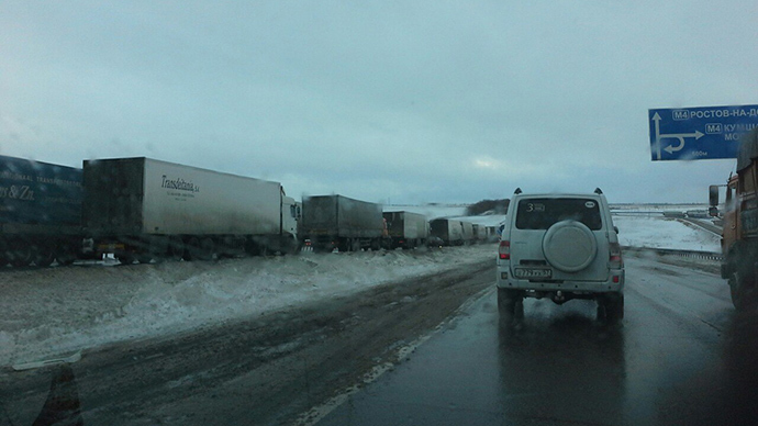 'Winter hell': Snowstorm paralyzes major Russian highway (PHOTOS)
