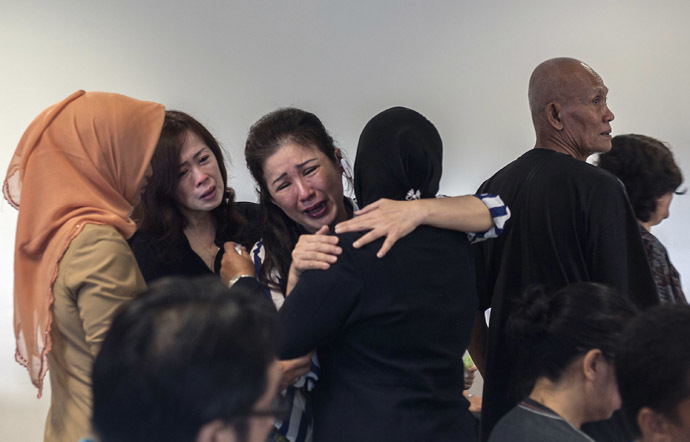 Family members of passengers from missing Malaysian air carrier AirAsia flight QZ8501 gather at the airport in Surabaya, East Java, on December 29, 2014. (AFP Photo/Juni Kriswanto)