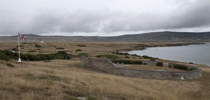 Vista do cemitério militar britânico em San Carlos Vila nas Ilhas Malvinas.  (AFP Photo / Martin Bernetti)
