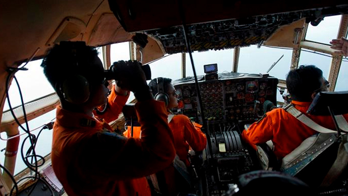 Airforce soldiers onboard a Hercules C130 stand monitor the Belitung Timur sea during search operations for AirAsia flight QZ8501 near Belitung island (Reuters / Wahyu Putro)