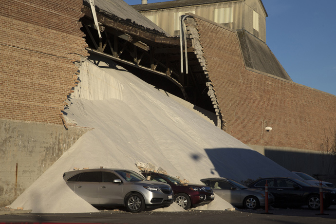 A partially collapsed wall at the Morton Salt facility gave way to tons of salt being dumped onto parked cars at an adjacent car dealership in Chicago, Illinois, December 30, 2014. (Reuters / Andrew Nelles)