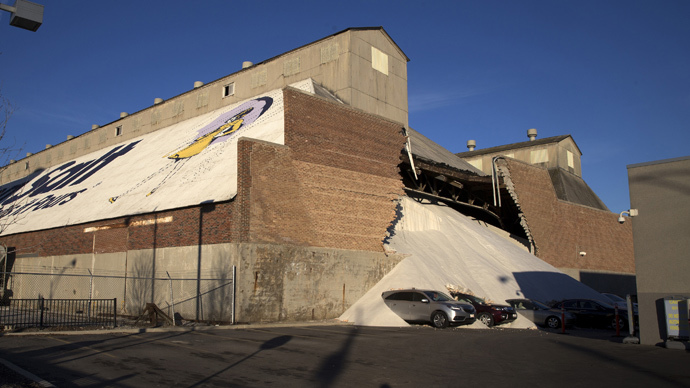 Salt factory wall collapses, spill brings bad luck on car dealership (PHOTOS, VIDEO)