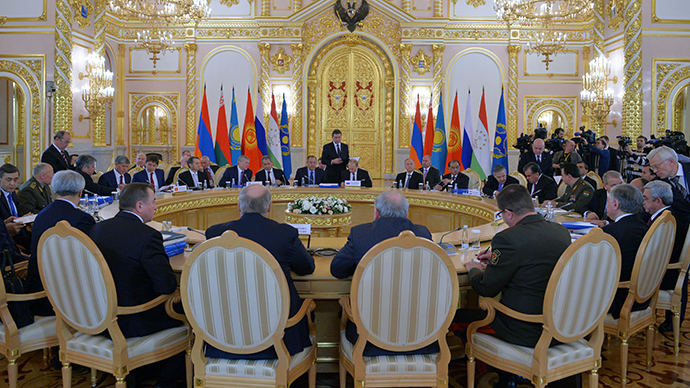 President Vladimir Putin (center, background) attending the CSTO Collective Security Council's extended meeting, December 23, 2014 (RIA Novosti / Alexey Druzhinin)