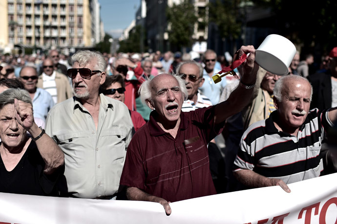 Pensioners demonstrate on October 2, 2014 in the center of Athens against economy measures taken by the Greek government. (AFP Photo/Aris Messinis)