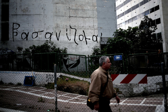 "A graffiti reading ""I am suffering"" ('Vasanizomai)' is pictured on a building in Athens, on May 6 2014. (AFP Photo)"