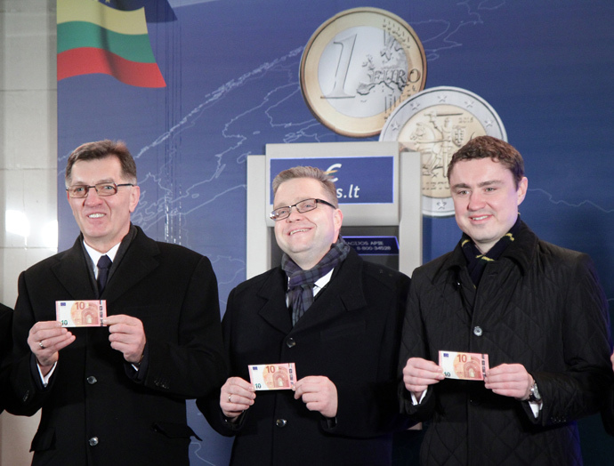 (L-R): Lithuanian Prime Minister Algirdas Butkevicius , Chairman of the Board of the Bank of Lithuania Vitas Vasiliauskas, and Estonian Prime Minister Taavi Roivas. (AFP Photo / Petras Malukas)