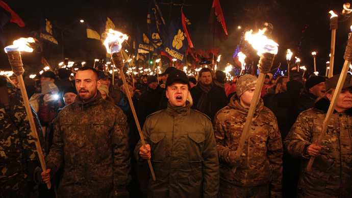 Russian journalists attacked, robbed at nationalist torchlight march in Kiev (VIDEO)
