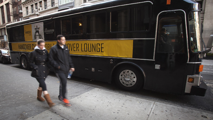 'Hangover Bus' in Manhattan saves the 1st day of 2015 (VIDEO)