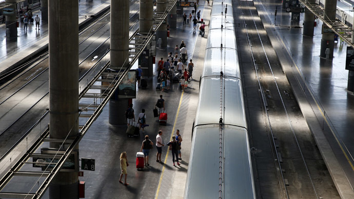 Police arrest 'suicide bomber' after Atocha train station in Madrid evacuated