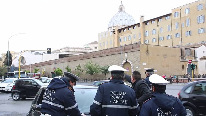 Rome's municipal police officers (screenshot from YouTube video)