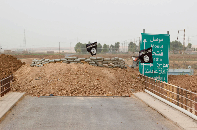 Islamic State flags flutter on the Mullah Abdullah bridge in southern Kirkuk (Reuters / Ako Rasheed)