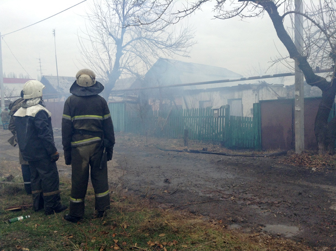 Firefighters arrive in Azotny district following a missile attack (RIA Novosti)
