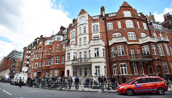 Media gather outside of the Ecuadorian embassy in London. (AFP Photo/Ben Stansall)