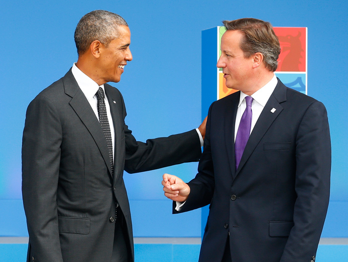 Britain's Prime Minister David Cameron (R) greets U.S. President Barack Obama (Reuters / Andrew Winning)