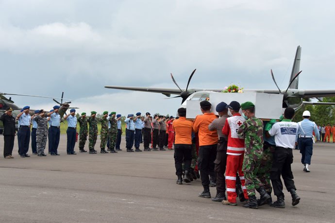 Air officials suspended in wake of AirAsia crash as Indonesia promises crackdown Air-1