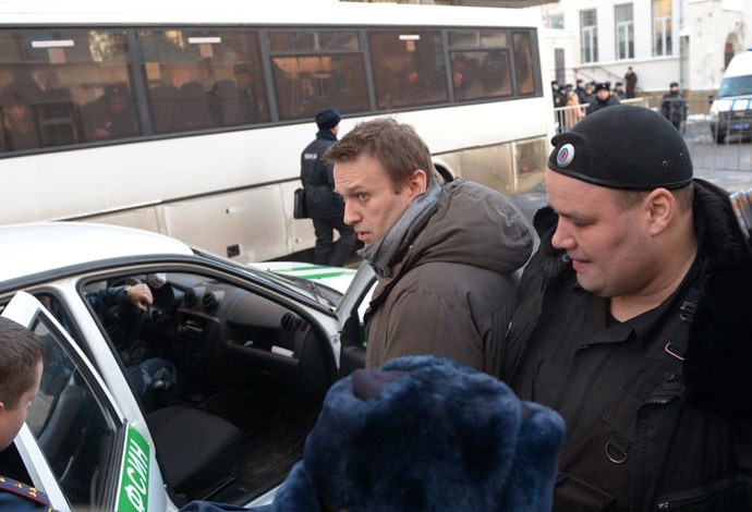 Alexei Navalny, charged with defrauding French cosmetics firm Yves Rocher, after a session of Moscow's Zamoskvoretsky District Court. (RIA Novosti/Grigoriy Sisoev)