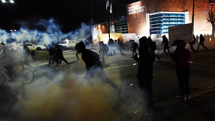 Demonstrators flee as police fire tear gas during clashes following the grand jury decision in the death of 18-year-old Michael Brown in Ferguson.(AFP Photo / Jewel Samad)