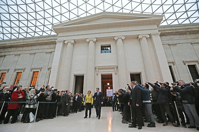 Britain's Prime Minister David Cameron (R) accompanies German Chancellor Angela Merkel as they visit the British Museum in London January 7, 2015 (Reuters / Dan Kitwood)
