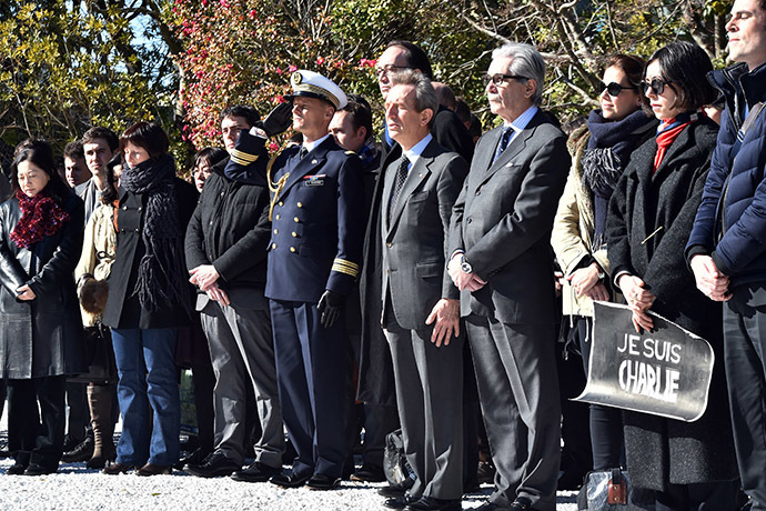 French residents in Japan offer prayers in silence at the French ambassador's residence in Tokyo on January 8, 2015 for the victims attacked by gunmen at the office of French satirical weekly Charlie Hebdo in Paris that killed 12 people on January 7. (AFP Photo/Yoshikazo Tsuno)