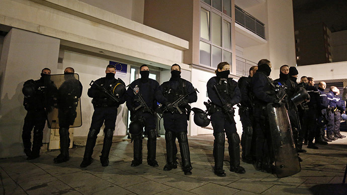 Police officers secure access to a residential building during investigations in the eastern French city of Reims January 8, 2015, after the shooting against the Paris offices of Charlie Hebdo, a satirical newspaper. (Reuters/Jacky Naegelen)
