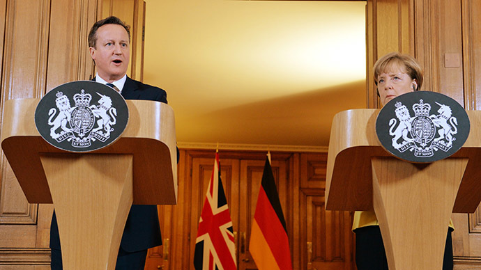 British Prime Minister David Cameron (L) and German Chancellor Angela Merkel (AFP Photo/John Stillwell)