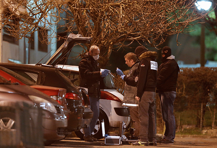 Police investigators search for evidence during an operation in the eastern French city of Reims January 8, 2015. (Reuters / Christian Hartmann)