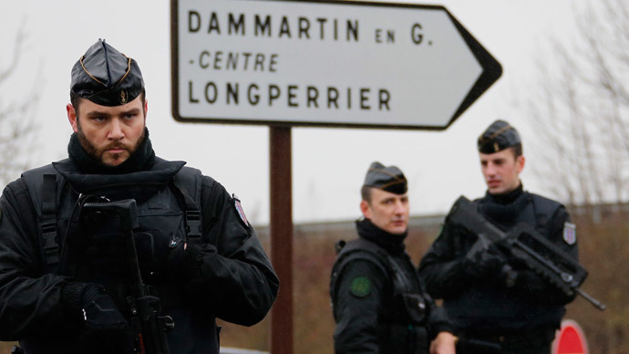Hostage drama northeast of Paris as police reportedly corner shooting suspects