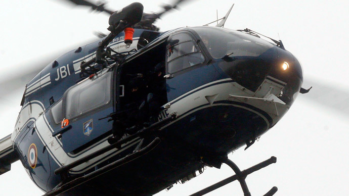 A helicopter with members of the French intervention gendarme forces hover above the scene of a hostage taking at an industrial zone in Dammartin-en-Goele, northeast of Paris January 9, 2015.(Reuters / Christian Hartmann)