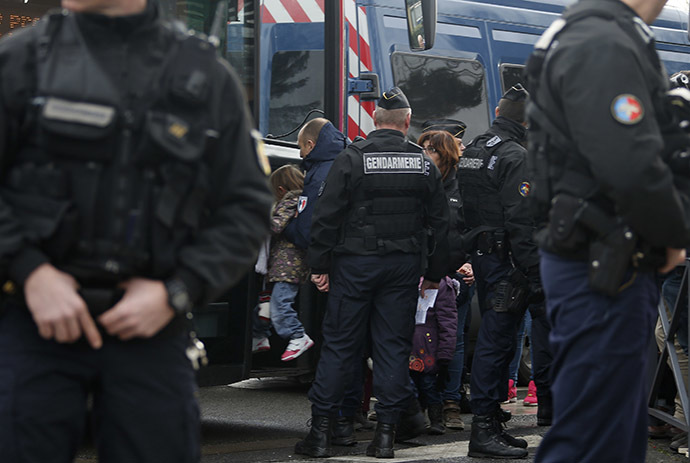 School children evacuated near the scene of a hostage taking in Dammartin-en-Goele, northeast of Paris January 9, 2015. (Reuters/Eric Gaillard)