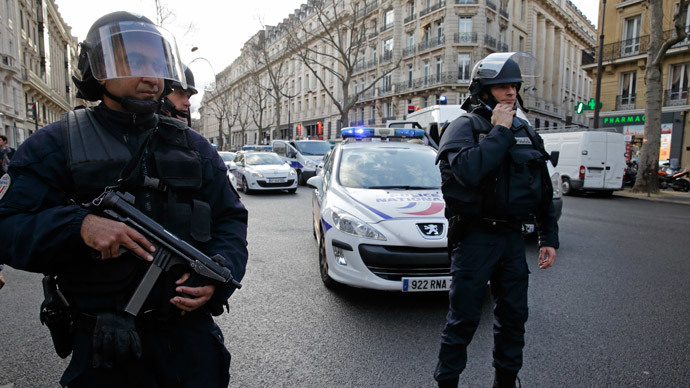 French riot police block the avenue Kleber after an alert in Paris, January 9, 2015.(Reuters / Philippe Wojazer )