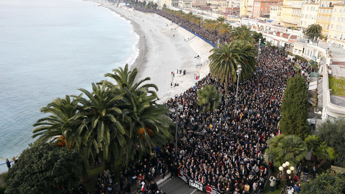 Thousands of people march during a rally along the sea front in Nice on January 10, 2015.(AFP Photo / Valery Hache)