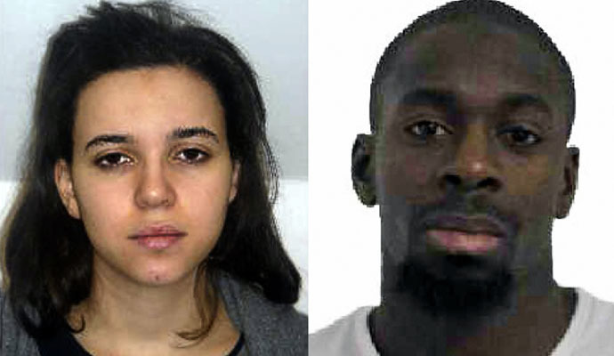 This comabination of images released on January 9, 2015 by the French police shows Hayat Boumeddiene (L) and Amedy Coulibaly (R), suspected of being involved in the killing of a policewoman in Montrouge on January 8. (AFP Photo)
