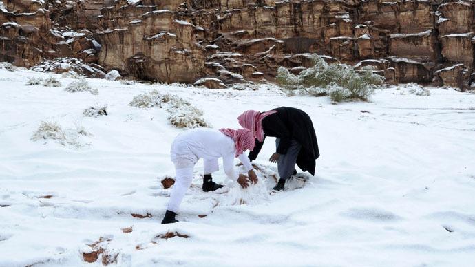 Saudi cleric proclaims snowman-building 'anti-Islamic' (PHOTOS, VIDEO)