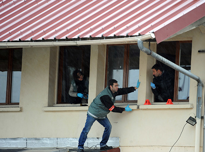 Members of the French technical and scientific police work at a mosque in the Sablons neighborhood of Le Mans, western France, on January 8, 2015, after shots were fired and three blank grenades were thrown at the mosque shortly after midnight, leaving no casualties. (AFP Photo/Jean-Francois Monier)