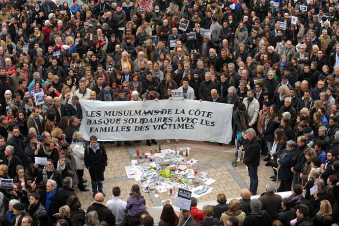 "People hold a banner, reading ""Muslims of the Basque Coast in Solidarity with the family of the victims, on January 10, 2015 duirng a march of some 20,000 people against terrorism in the southwestern French city of Bayonne. (AFP Photo)"