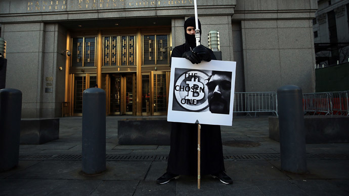 Max Dickstein stands with other supporters of Ross Ulbricht, the alleged creator and operator of the Silk Road underground market, in front of a Manhattan federal court house on the first day of jury selection for his trial on January 13, 2015 in New York City.(AFP Photo / Spencer Platt)