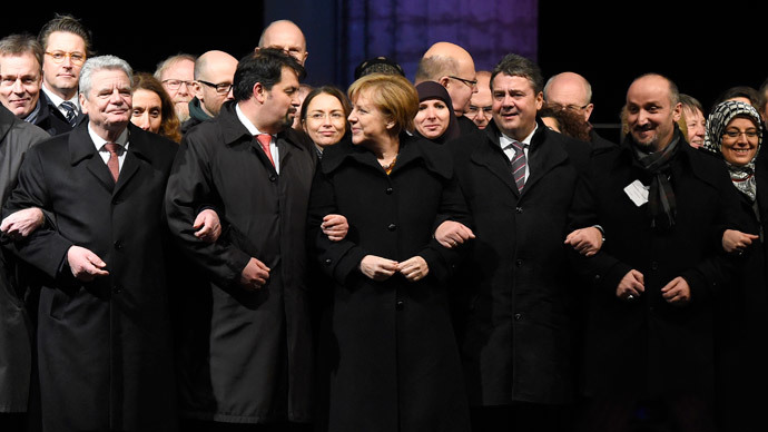 Merkel joins 'tolerance vigil' in response to anti-Islamization rallies
