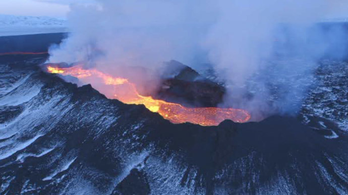 Fire 'n' Iceland: Volcanic Holuhraun lava field bigger than Manhattan (VIDEO)