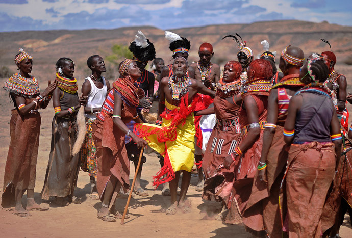 A man from the Rendile tribe (C) dances with women from the Turkana tribe in Sibiloi national Park in Turkana (AFP Photo / Carl de Souza)