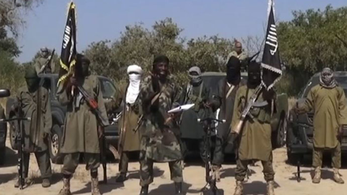 An image grab made on October 31, 2014 from a video obtained by AFP shows the leader of the Islamist extremist group Boko Haram Abubakar Shekau (C) delivering a speech. (AFP Photo/Boko Haram)