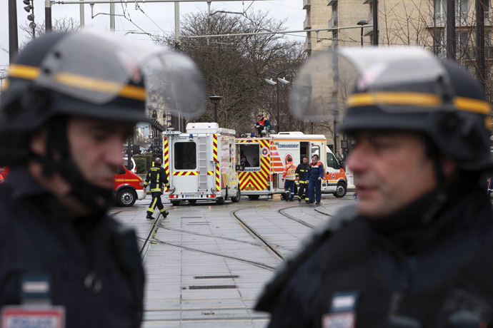 Members of the French riot police (CRS) stand next to disaster and emergency services vans near Porte de Vincennes in Paris on January 9, 2015. (AFP Photo/Loic Venance)