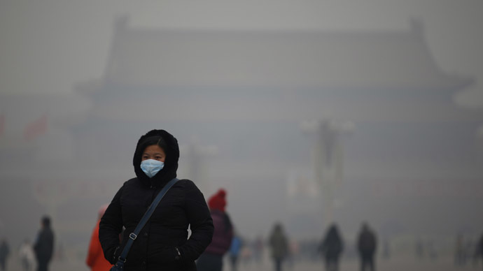A woman wearing a mask makes her way during a polluted day at Tiananmen Square in Beijing January 15, 2015. (Reuters/Kim Kyung-Hoon)