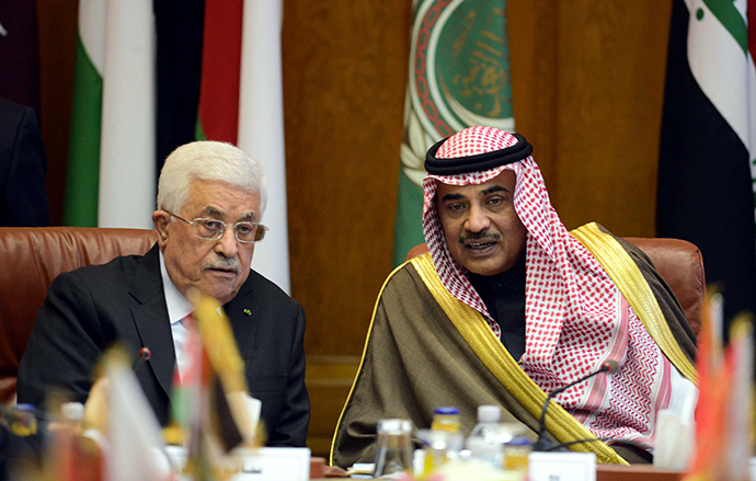 Palestinian president Mahmud Abbas (L) chats to Kuwaiti Foreign Minister Sabah al-Khaled al-Sabah during an Arab foreign ministers meeting at the Arab League headquarters in the Egyptian capital Cairo on January 15, 2015 to discuss the Palestinian-Israel conflict and the situation in Libya. (AFP Photo / Mohamed El-Shahed)